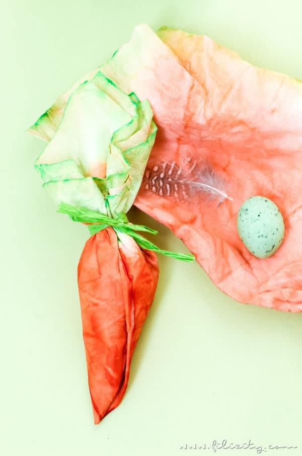 Ostergeschenke verpacken: DIY Taschentuch-Möhrchen