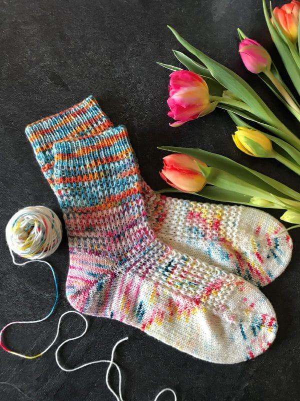 frühlingsfrische Socken stricken