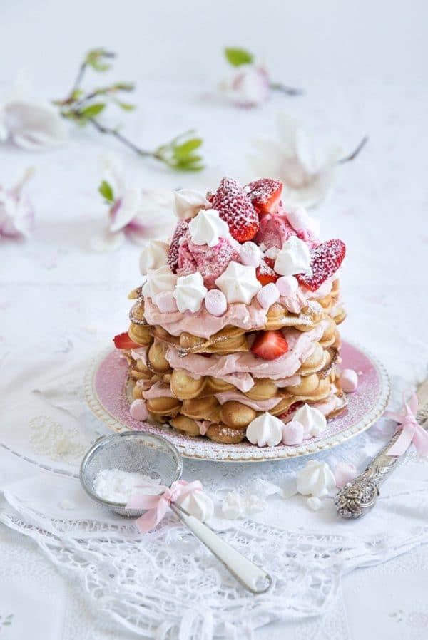 Egg Bubble Waffles oder ein göttliches Mascarpone Erdbeer Törtchen