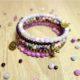 DIY Perlenarmband in violett, aus Memory Draht und Halbedelstein Perlen