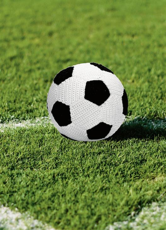 Gehäkelter Fußball