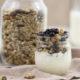 Granola mit Mandeln und Samen