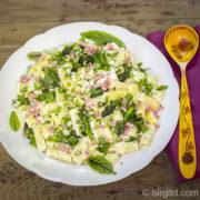 Pasta-Salat mit grünem Spargel, Schinken & vielen frischen Kräutern [Birgit D]