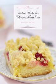 Zum Mittagskaffee: Himbeer-Rhabarber-Streuselkuchen