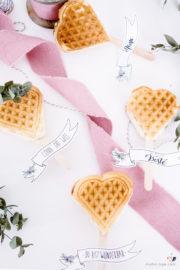 Gefüllte Herzwaffeln am Stiel zum Muttertag + Freebie