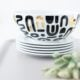 DIY: Schlichtes Geschirr mit Dekor-Folie verschönern
