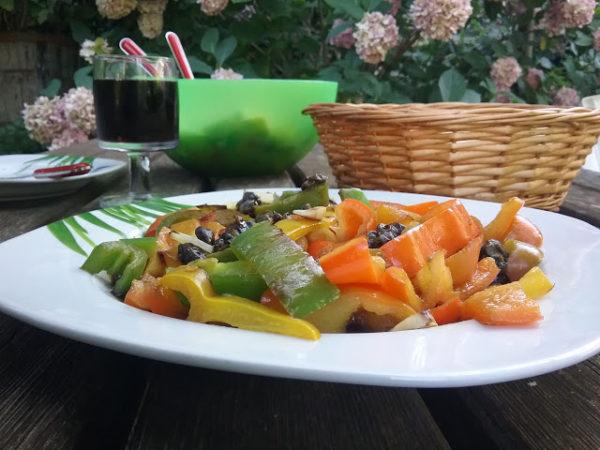 Paprika mit Balsamico- Kapern- Dressing