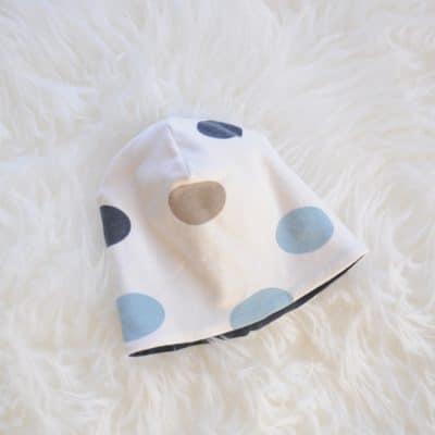 Baby-Beanie, beige-gepunktet - Größe 02 (39-42 cm)