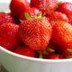 Erdbeereistee mit Minze aus Erdbeersirup
