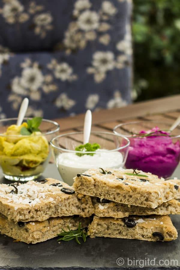 Focaccia mit Oliven und dreierlei Dips [Birgit D]