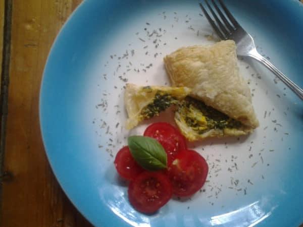 Blätterteigtaschen mit Spinat - Ricotta - Ei - füllung