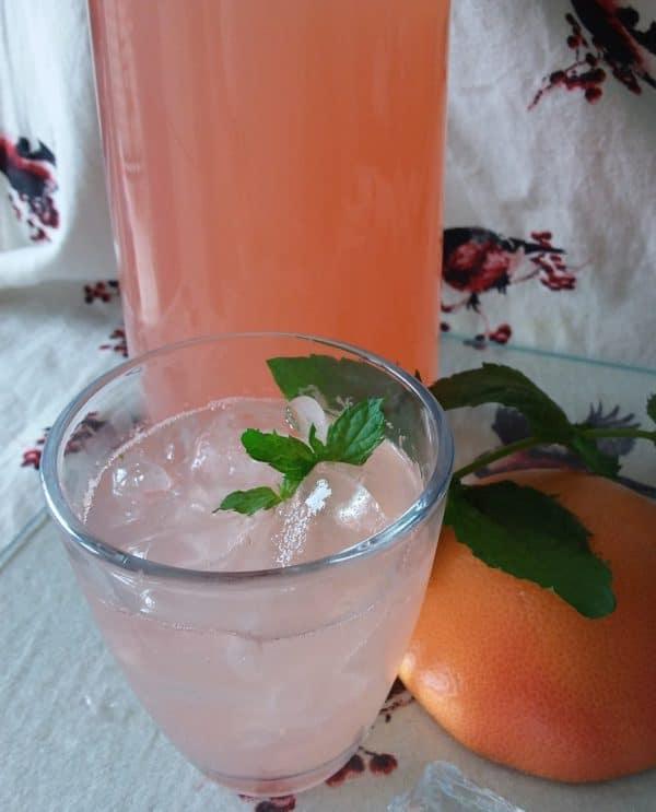 Pink Grapefruit Soda – Frische Grapefruit Limonade