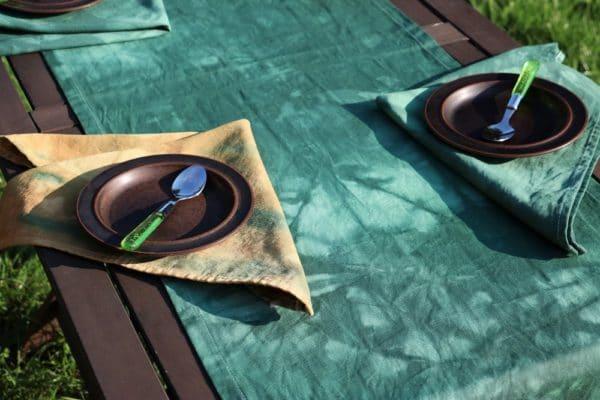 rustikal gefärbte Tischwäsche
