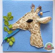 Blaue Zunge und flauschige Ohren - Giraffe im Fühlbuch