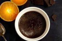 Schokoladen-Crème-Brûlée mit Orangen