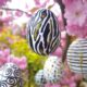 Grafische Ostereier in schwarz-weiß und Glitzer