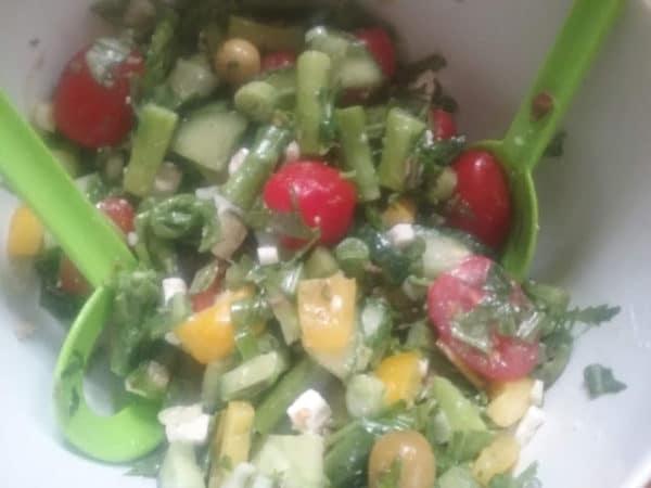Griechischer Bauernsalat mit Spargel