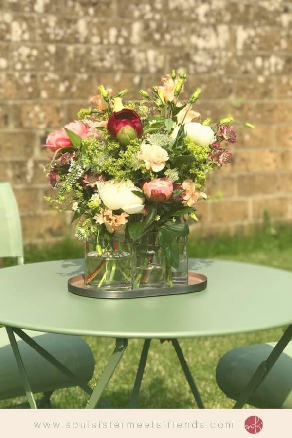 Blumenwiese als Tischdeko
