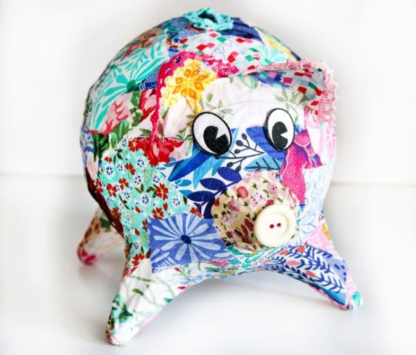 Patchwork-Sparschwein aus Altpapier und Stoffresten