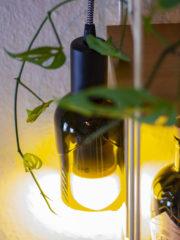 Lampe aus Glasflaschen bauen
