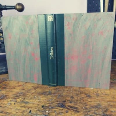 Buchbinden-Workshop: Halbband aus Leder mit Fadenheftung und Dekor