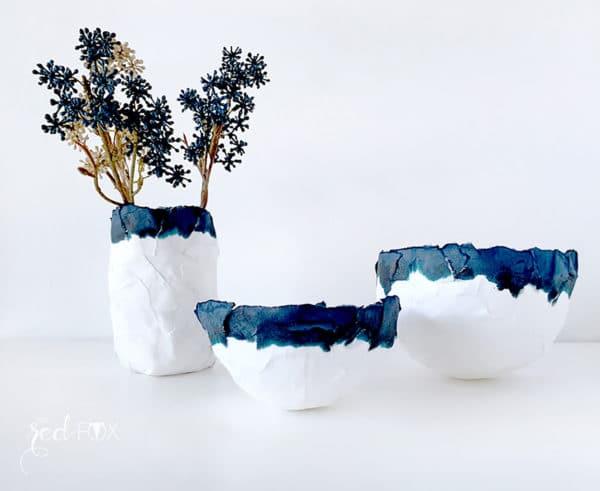 Minimalistische Pappmaché Schalen in Indigoblau & Weiß