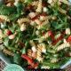 Nudelsalat mit Bohnen und Rucola (vegetarisches Rezept)