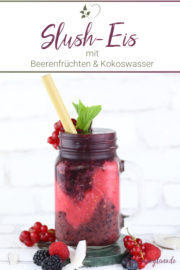Fruchtiges Eisgetränk: Beeren-Kokos-Slushy