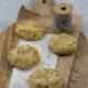 Zarte Mandelplätzchen mit Schoko-Kern und Haselnuss-Crunch