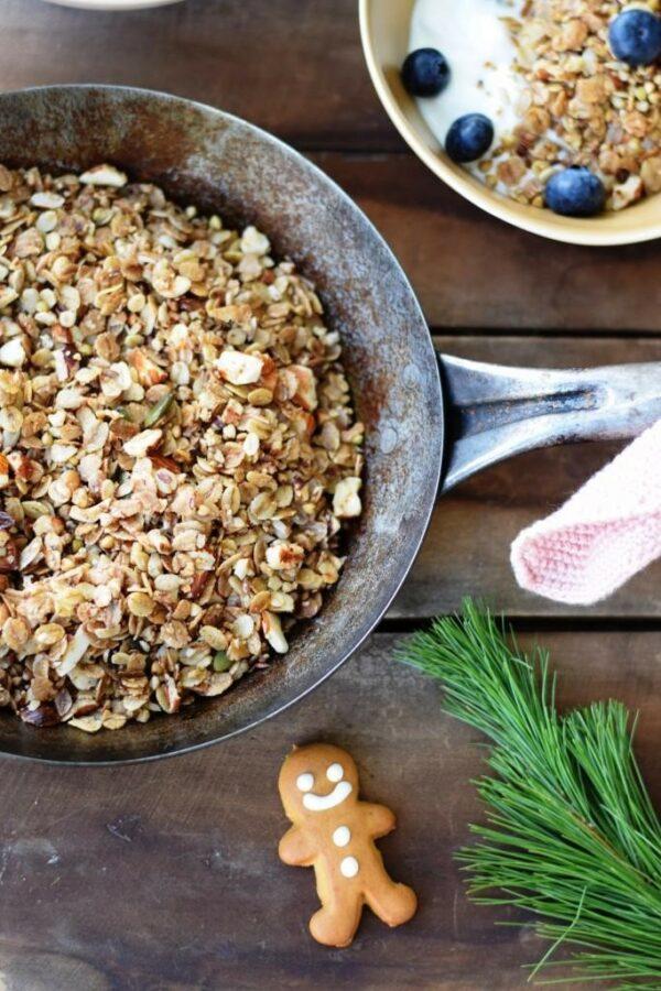 5 Minuten Weihnachts-Granola aus der Pfanne