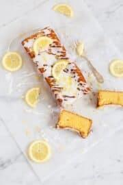LEMON DRIZZLE CAKE ODER DER WOHL SAFTIGSTE ZITRONENKUCHEN ALLER ZEITEN