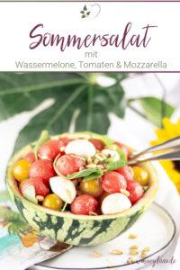 Bunter Sommersalat mit Wassermelone, Tomaten und Mozzarella