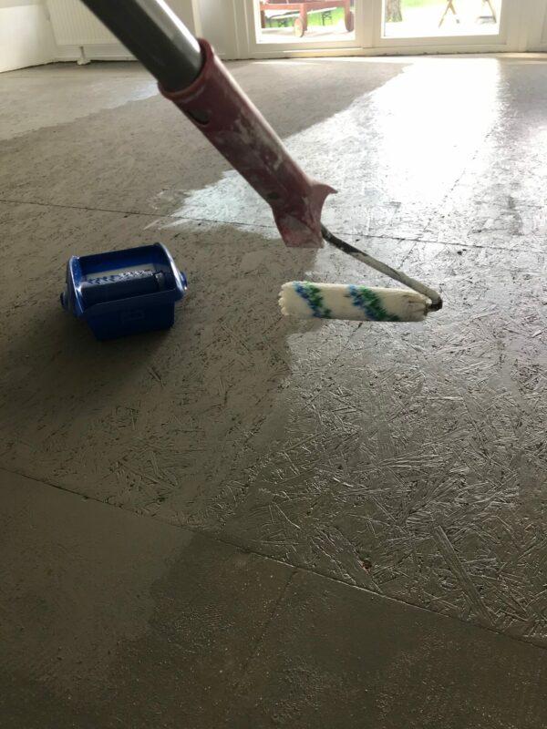 OSB3-Platten für einen begehbaren Fußboden aufhübschen