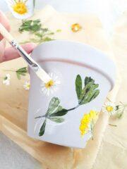 Tontöpfe mit getrockneten Blumen gestalten